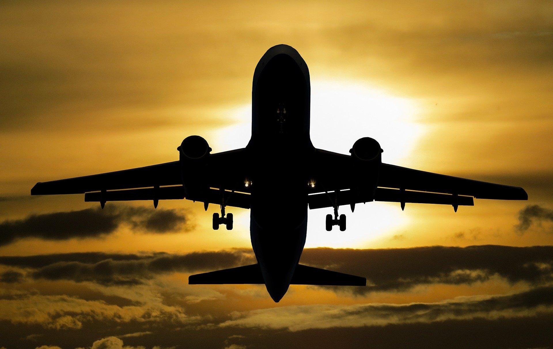 transporte aéreo nacional e internacional